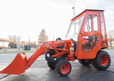 kubota-bx2380-cab-full-steel-enclosure-sidelow-min